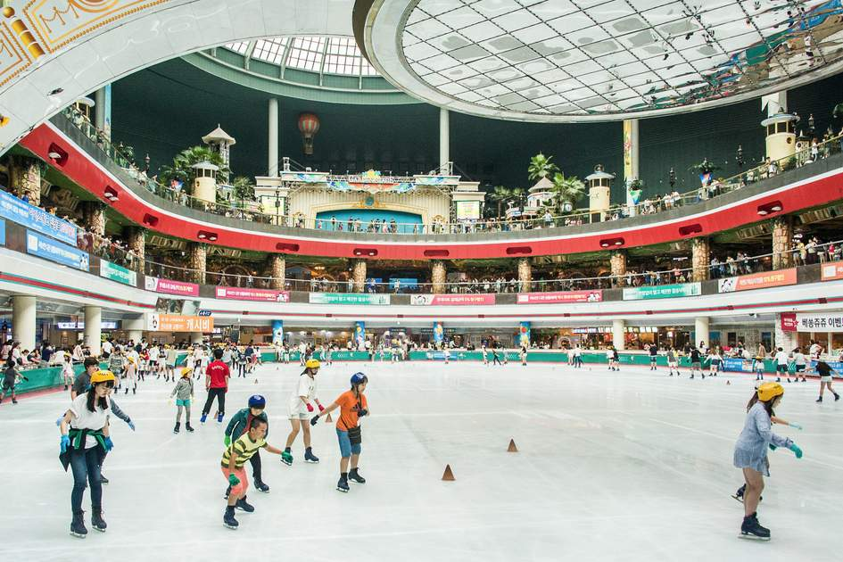 The ice-skating rink within Lotte World is a great activity for families visiting Gangnam. Photo: Coen Wubbels