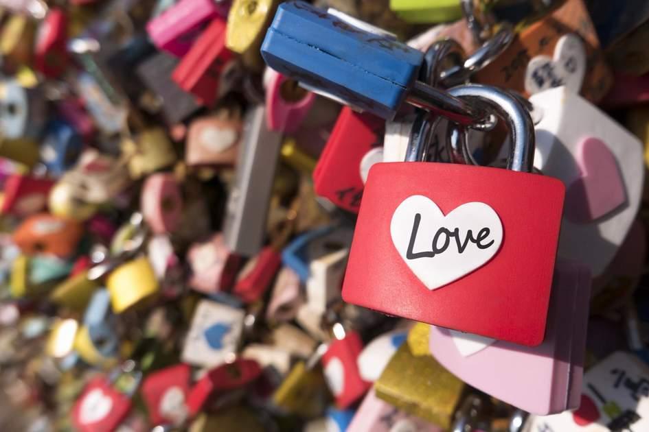Love padlocks on the bridge Pont des Arts in Paris. Photo: Shutterstock