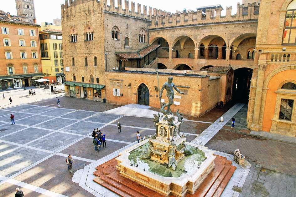 "Top view of Piazza Maggiore and the Fountain ""Neptune"" in Bologna. Photo: Shutterstock"