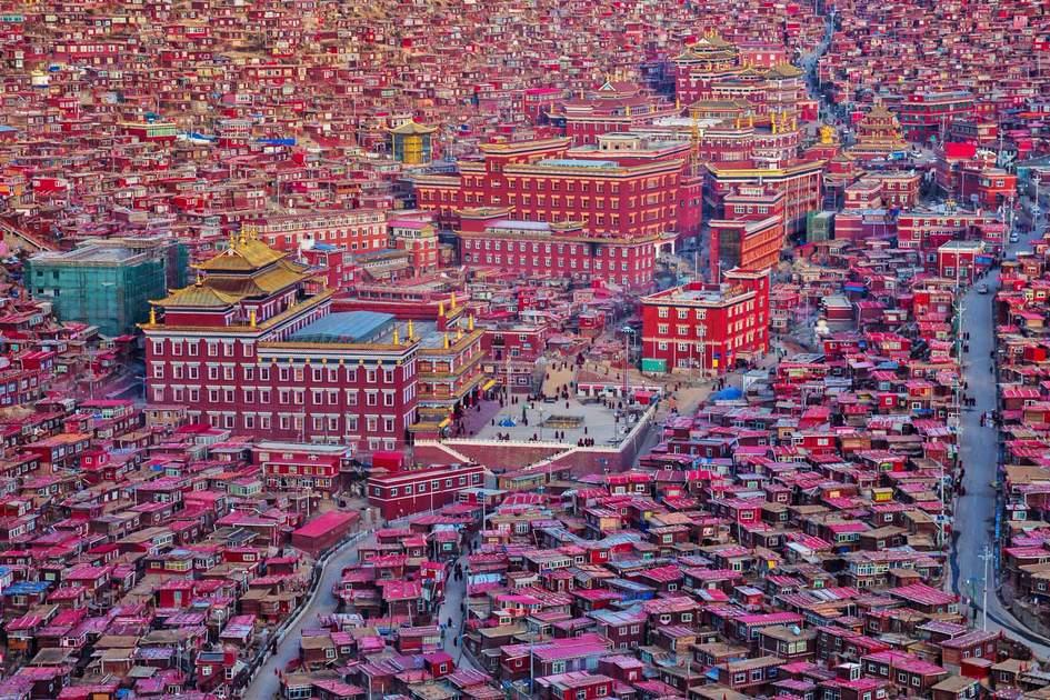 Larung Gar Buddhist Academy, Sichuan, China