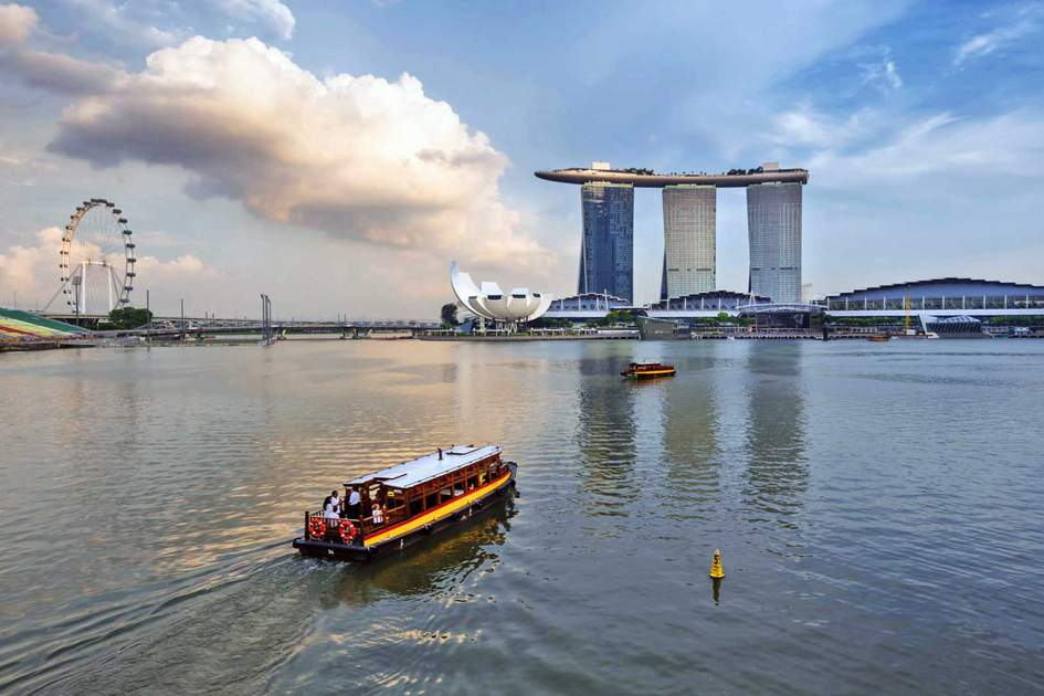 Marina Bay Sands Hotel and Singapore's Flyer with Singapore River Cruise. Photo: Shutterstock