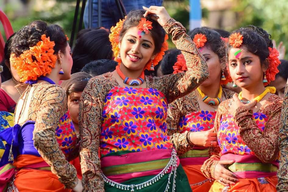Young girl dancer's joyful expression at Holi / Spring festival in Kolkata. Photo: Shutterstock
