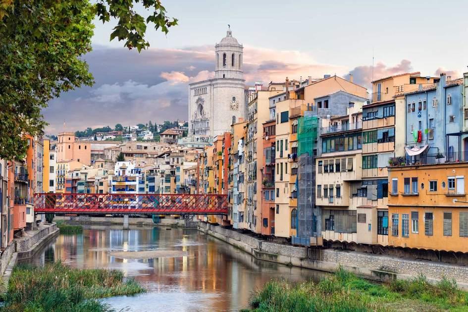 Eiffel Bridge over River Onyar in the Jewish Quarter, Girona. Photo: Shutterstock