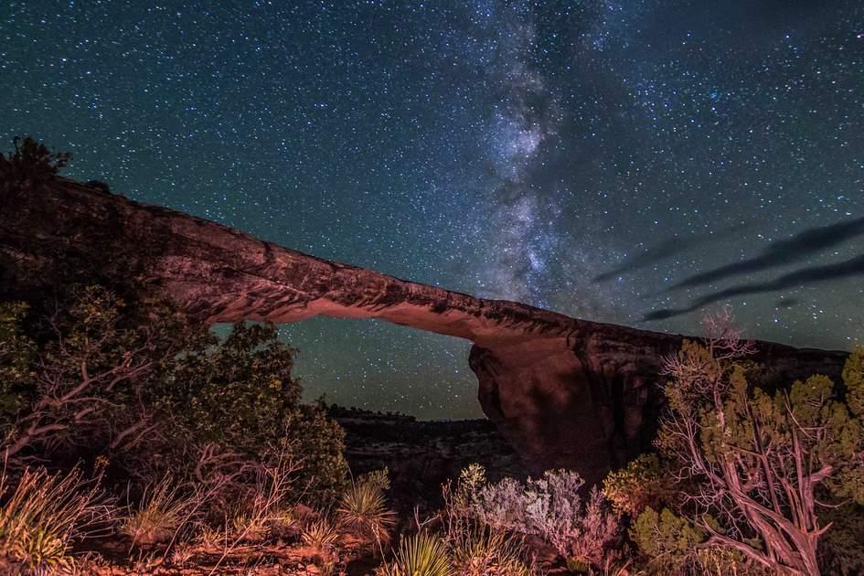 Milky Way and Owachomo Bridge. Photo: Shutterstock