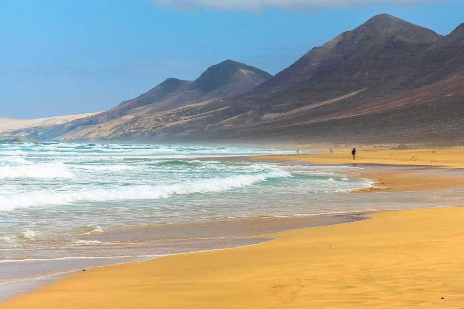 Wide and endless Cofete beach on Fuerteventura. Photo: Robin Runck/Shutterstock