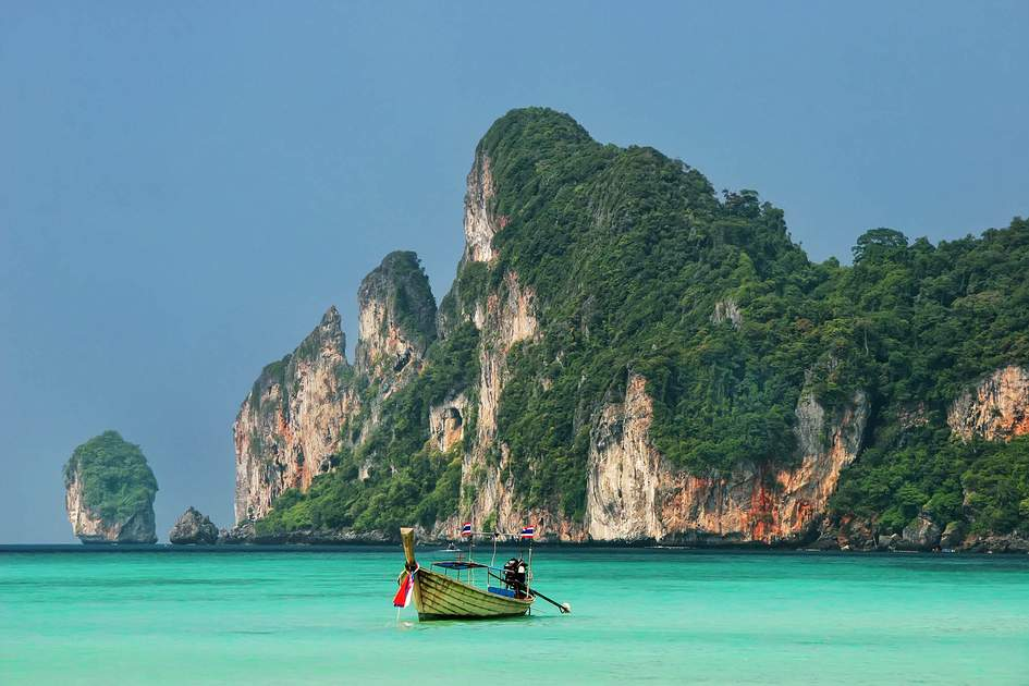 Ao Loh Dalum on Phi Phi Don Island, Krabi Province, Thailand. Photo: Don Mammoser/Shutterstock