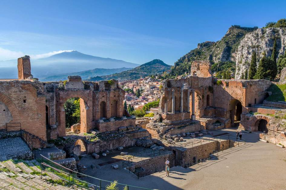 Insight Guides tailor-made trips offer unforgettable travel experiences such as visiting the Ancient Theater of Taormina and Mount Etna in Sicily, Italy. Photo: K.Roy Zerloch/Shutterstock