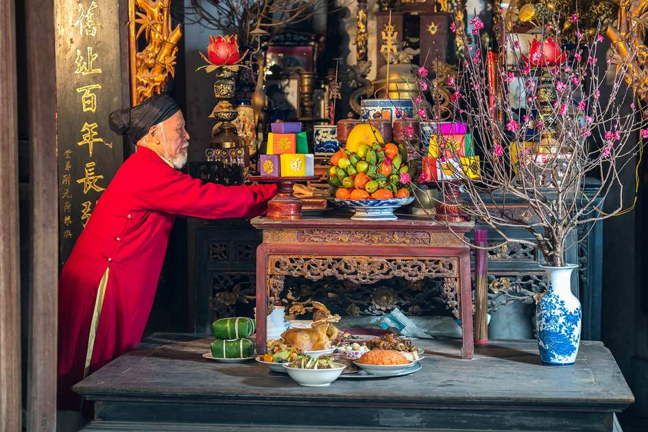 Preparing altar with foods for the last meal of year- Tat Nien during Tet. Photo: Vietnam Stock Images/Shutterstock