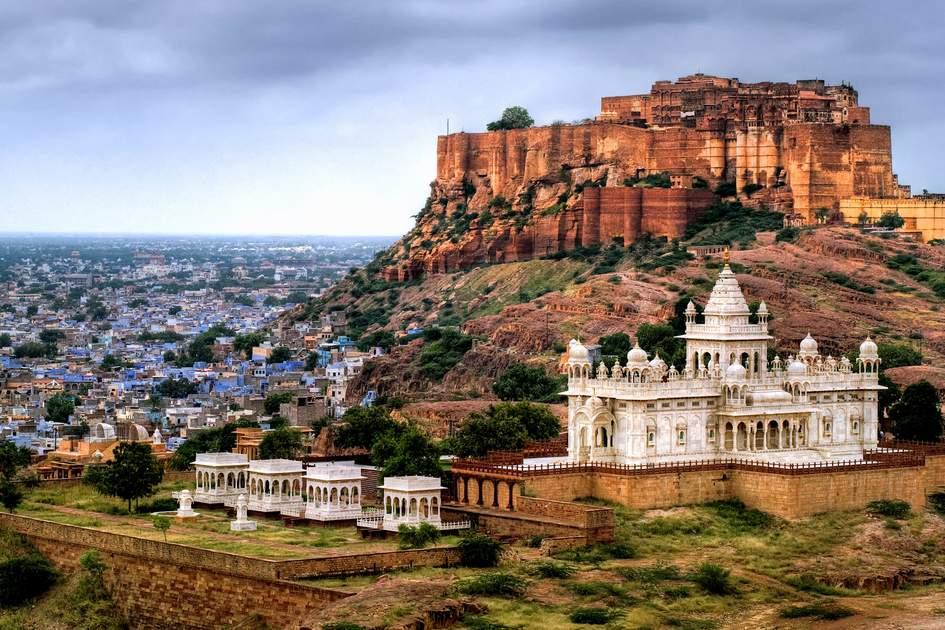 Mehrangharh Fort and Jaswant Thada mausoleum in Jodhpur. Photo: Boris Stroujko/Shutterstock