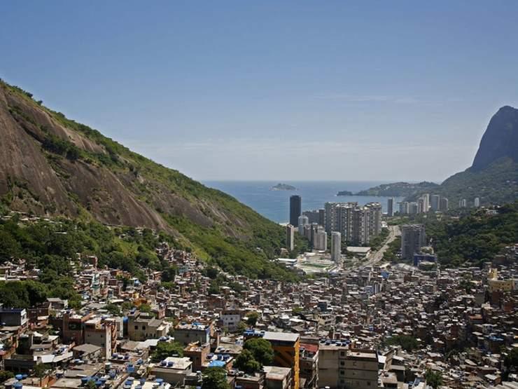 rio s favelas insight guides