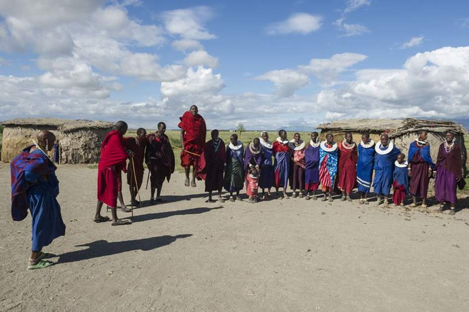 Maasai ceremony, (photo by Ariadne Van Zandbergen)