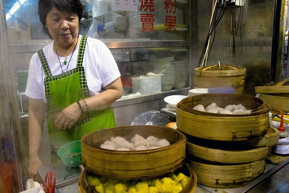 Preparing dim sum in Hong Kong, (photo by Alex Havret)