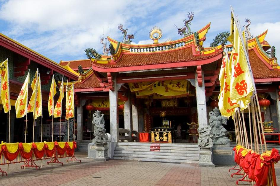 Jui Tui Temple, Phuket, (photo by Nikt Wong)