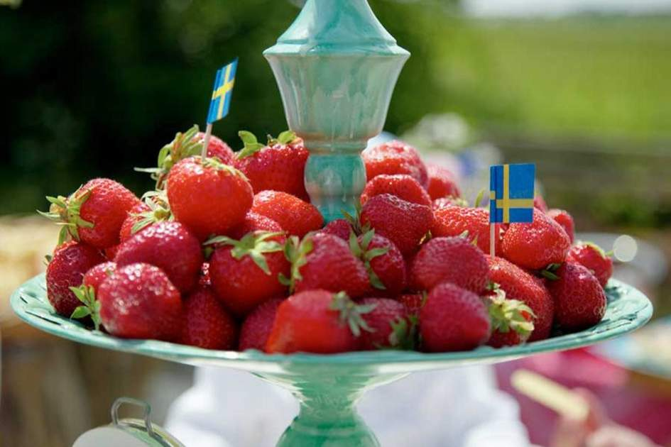 Strawberries for a Midsummer spread, (photo by Carolina Romare)