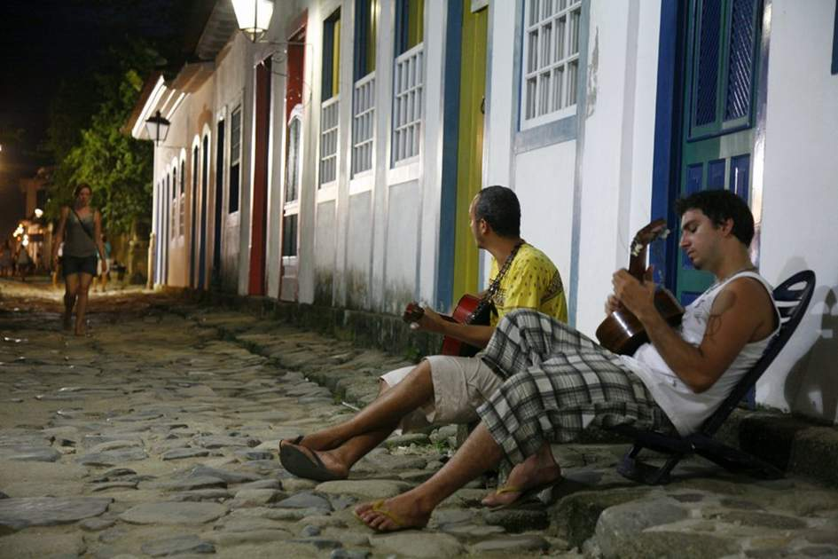 Young people playing guitars on the street. Parati, Rio de Janeiro State, Brazil. by Yadid Levy, (photo by Yadid Levy)