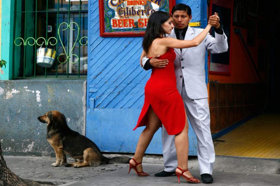 Couple dancing tango at La Boca district, Buenos Aires, Argentina, (photo by Apa)