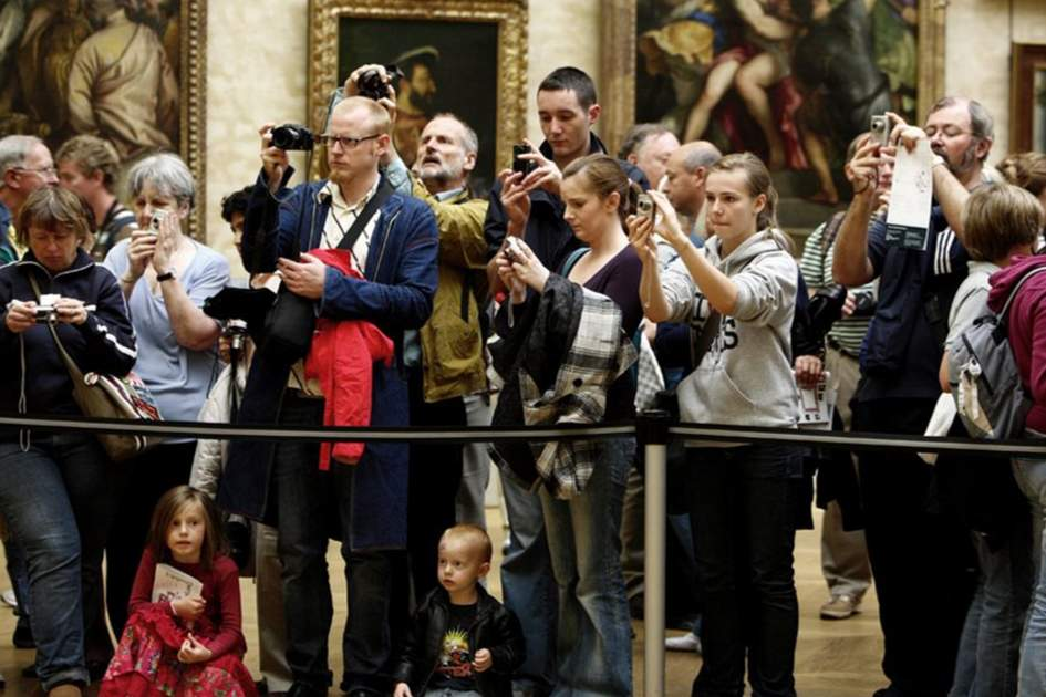 Crowds at the Louvre, Paris, (photo by Kevin Cummins)