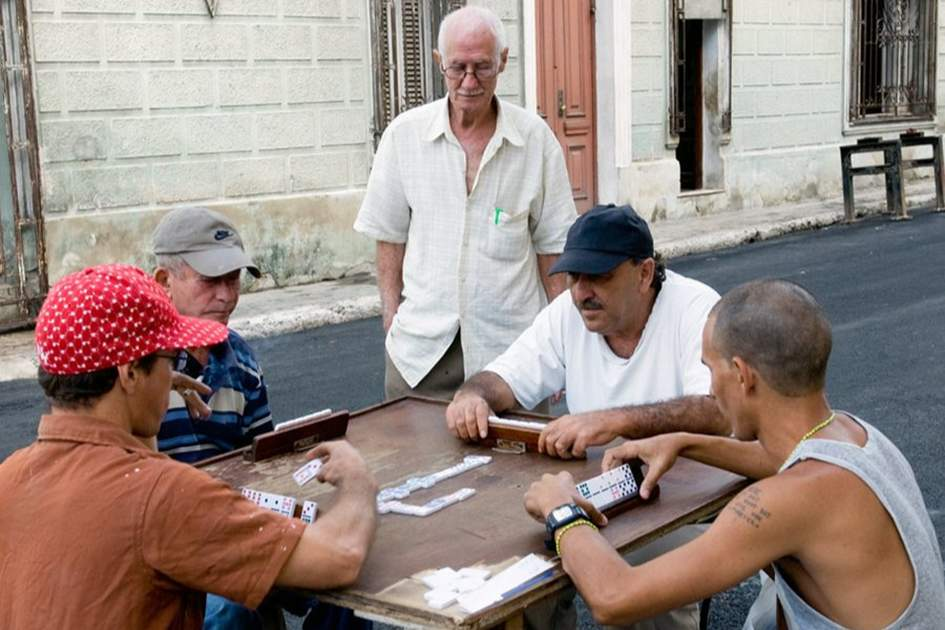 Dominoes in Havana, (photo by Sylvaine Poitau)