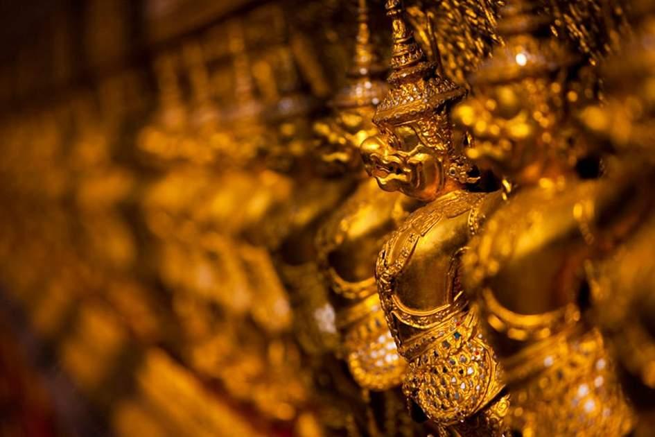 Temple of the Emerald Buddha, Bangkok, (photo by Peter Stuckings )