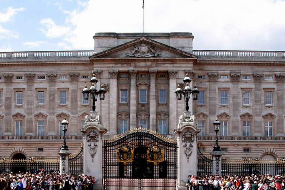 Buckingham Palace, (photo by Ming-Tang Evans)