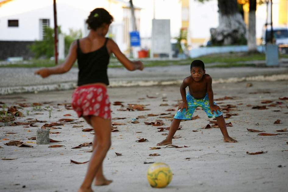 Kids kicking a ball around in Arraial d'Ajuda, Bahia, (photo by Yadid Levy)