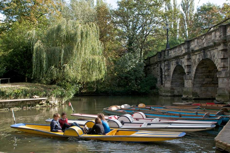 Punting in Oxford, (photo by Frank Noon)